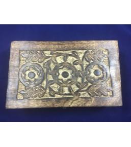 Caja de madera india tallada
